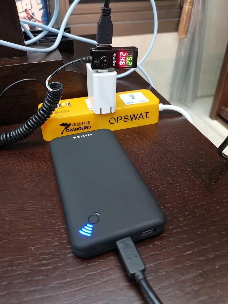 【Wyless】Power Juice H8吸盤式無線充電行動電源:吸力強、電力足、充很快 - 15