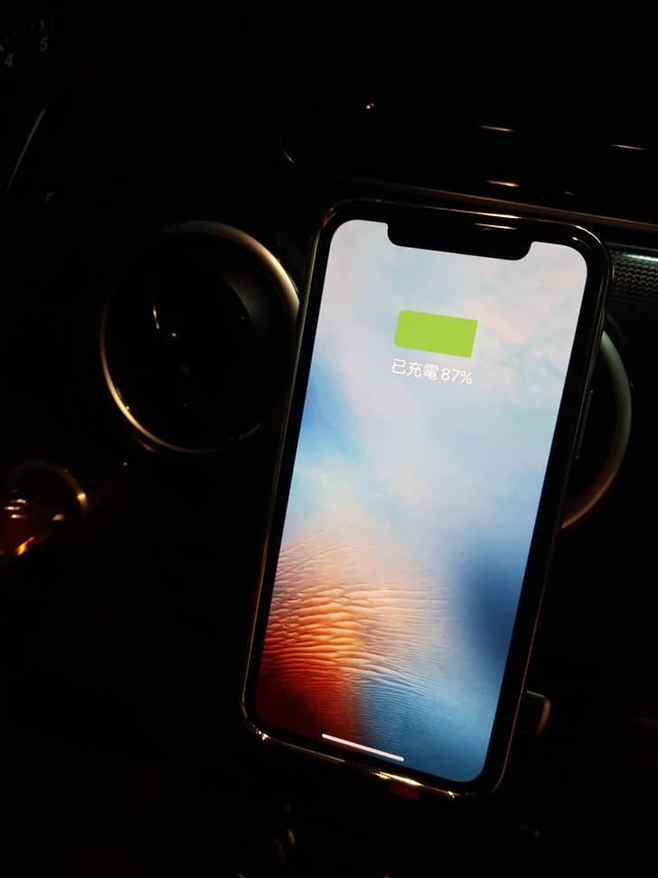 SnapTo™ 磁吸無線充電手機車用支架實測試用心得